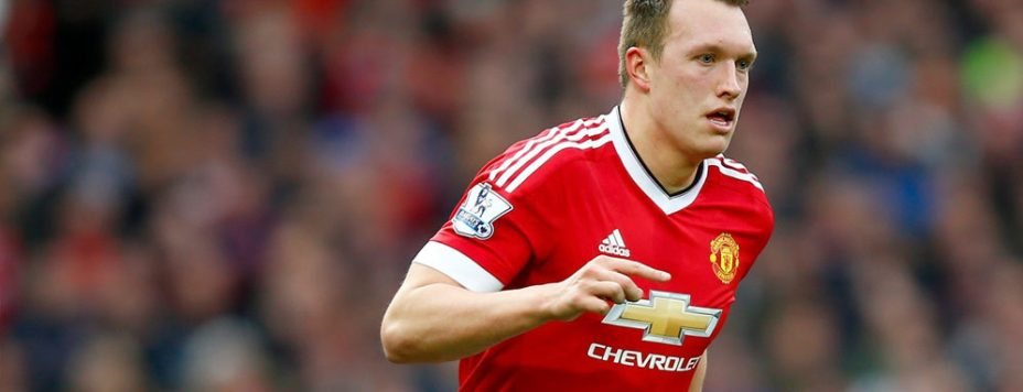 MU Ogah Lepas Phil Jones ke Arsenal
